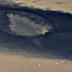 雲とUTO2機